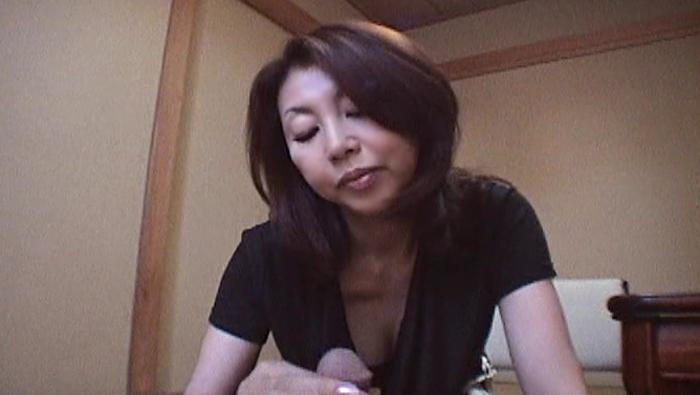 遠い日の記憶の中で微笑む年上の女。 村上美咲