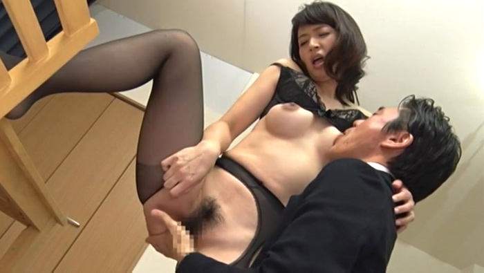 担任の先生に犯される五十路義母 安野由美