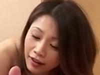 巨乳でエプロンがはちきれそうな人妻!友田真希!