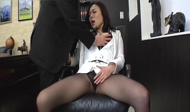 Gカップ爆乳の女社長が秘書と不倫関係になり会社でSEXして大丈夫なのか!?