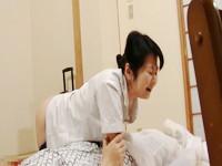 女性施術師の揺れ動くリアルなエロの感情を旅館の一室から盗撮 Vol.2