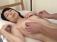 息子との禁断の肉欲に狂いチ●コを咥え込む母親最後は膣中出し