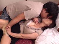 嫁の夫が義母からフェラ抜きされ寝床に入りこんで性交